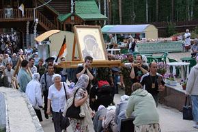 казаки Оренбургского ВКО с войсковой святыней – Табынской иконой Божией Матери.
