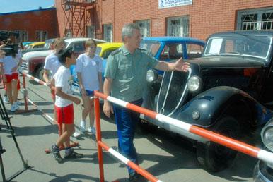 впечатление на воспитанников детдомов оказали ретро автомобили клуба Ретро