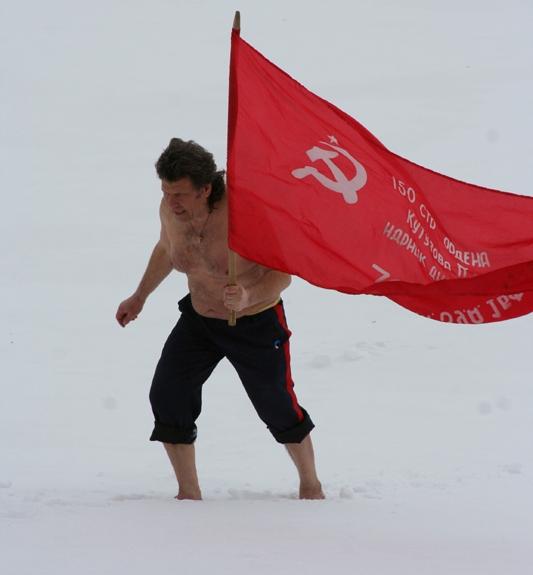 ходьба босиком по битому стеклу, пребывание человека под снегом, а так же переход босиком из Европы в Азию с копией Знамени Победы