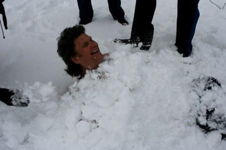 пребывание человека под снегом
