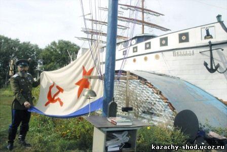 на Атаманской улице, он создал музей, который разместил не только в собственном доме, но и в выстроенных им в огороде фрегате Паллада, подводной лодке Адмирал Колчак
