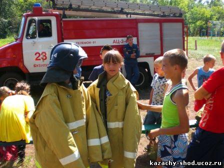 в боевой одежде пожарного