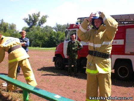 Этап Капитанов участник в боевой одежде пожарного